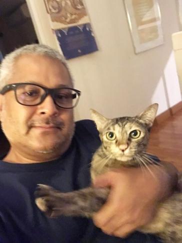 คุณตราชู กาญจนสถิตย์ กับแมว