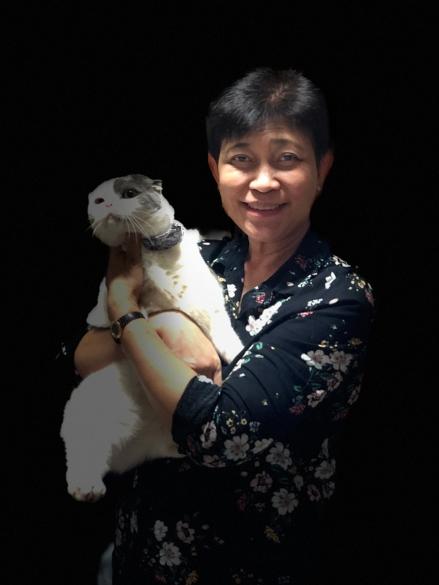 อัจฉรา ปิตกาญจนกุล ถ่ายรูปคู่กับแมวโกเมส