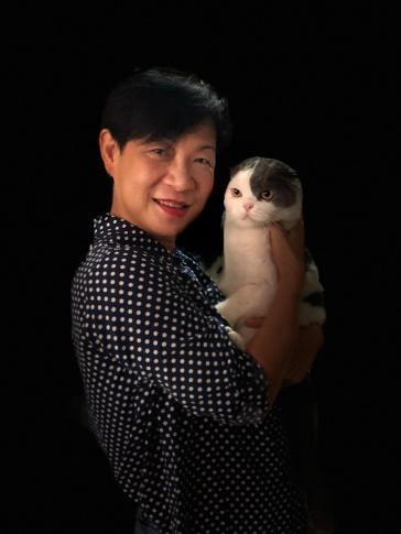 Kanaporn Hutcheson ถ่ายรูปคู่กับแมวโกเมส